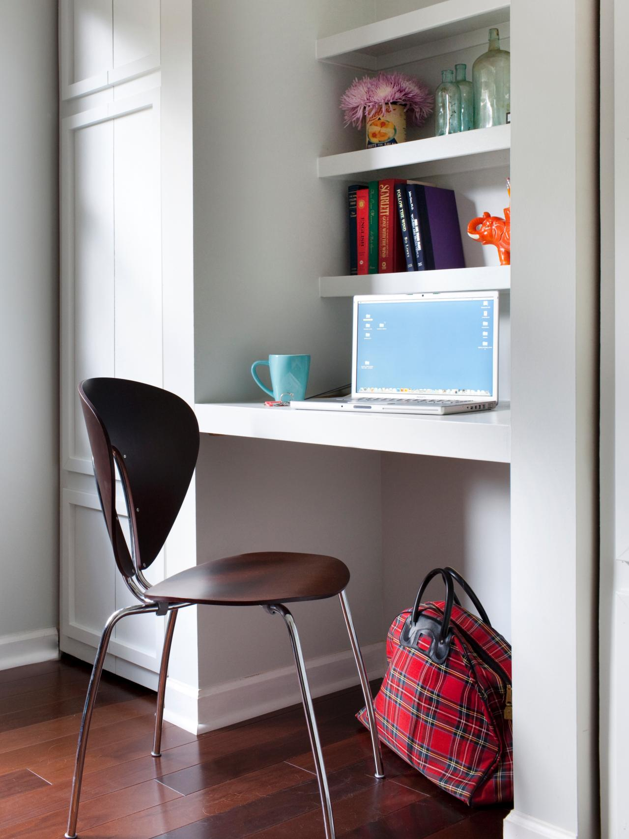 Home office nook. Source: www.hgtv.com