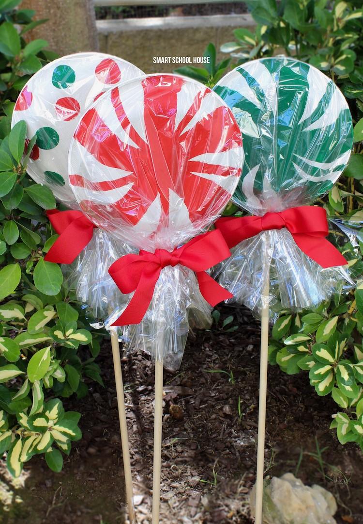 #1. Giant Paper Plate Lollipops
