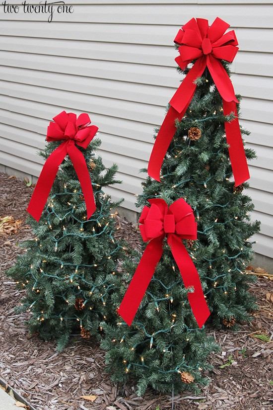 #4. Tiered Tomato Cage Christmas Trees
